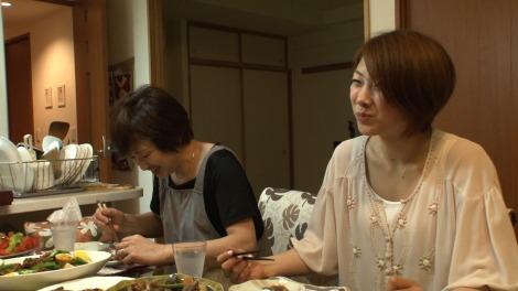 バドミントン女子日本代表の潮田玲子と母・睦子さん(C)MBS
