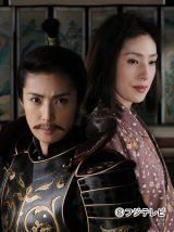 凛々しすぎる織田信長と本来の女性としての姿・御長、変則的な二役を演じる天海祐希