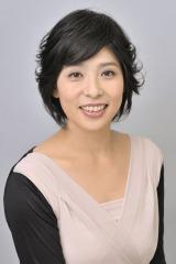 NHKの音楽番組『思い出のメロディー』で四代目市川猿之助とともに司会を務める黒崎めぐみアナウンサー