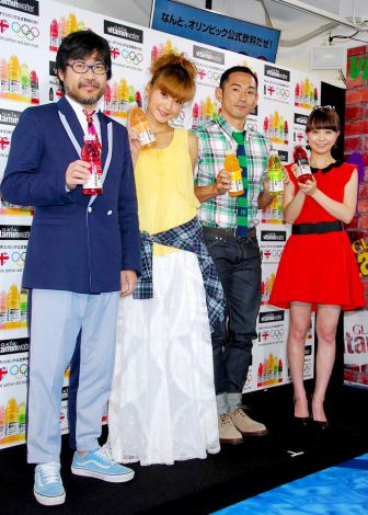 『ロンドンオリンピック応援グラソー ラウンジ』オープニングイベントに出席した(左から)倉本美津留、西山茉希、為末大、福田萌 (C)ORICON DD inc.