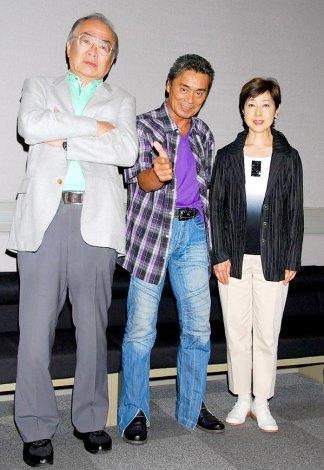 特撮ヒーロー『宇宙刑事ギャバン』DVD発売記念記者会見に出席した(左から)プロデューサーの吉川進氏、大葉健二、叶和貴子 (C)ORICON DD inc.
