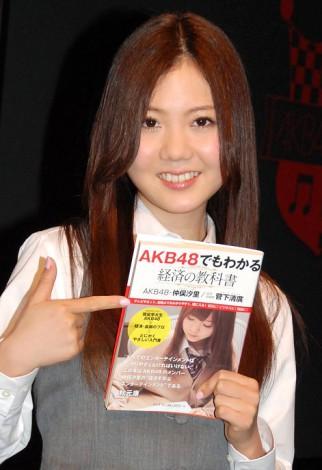 『AKB48でもわかる経済の教科書』出版ヒット記念イベントを行ったAKB48仲俣汐里 (C)ORICON DD inc.