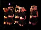 セクシーな衣装と扇子を使った振付が印象的な「Sakura物語」(C)ORICON DD inc.