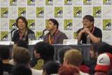 米『コミコン・インターナショナル』に参加した『バイオハザード』シリーズプロデューサーのカプコン・小林裕幸氏(左)とフ『バイオハザード ダムネーション』の神谷誠監督(中央)