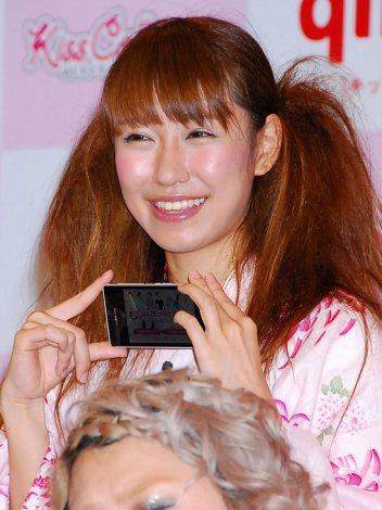 『よしもとキスコレクション』記者発表会に出席した桜・稲垣早希 (C)ORICON DD inc.