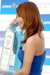 スターライトシネマ2012『Blue Oasis Bar』オープニングイベントにセクシーなチューブトップドレス姿で出席した眞鍋かをり (C)ORICON DD inc.