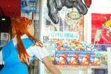 『遊んで、もらえる ヱヴァンゲリヲンキャンペーン』プレス発表会でUFOキャッチャーにチャレンジした桜 稲垣早希 (C)ORICON DD inc.