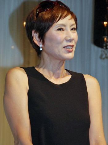「収納王子コジマジック」こと小島弘章(39)と杏子夫人(27)の結婚パーティに参加した、秋野暢子