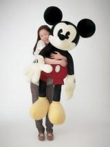 約125cmのビッグサイズ!ビンテージカラーのミッキーマウスぬいぐるみ(C)Disney