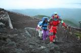 富士山登山ガイドの近藤光一氏の仕事を紹介。8月11日放送の日本テレビ系『夢のチカラ』より(C)広島テレビ (C)合力