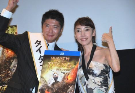 映画『タイタンの逆襲』ブルーレイ&DVD発売記念イベントに出席した長井秀和と太田光代社長(右)