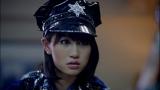 ミニスカ警官役で友情出演した前田敦子