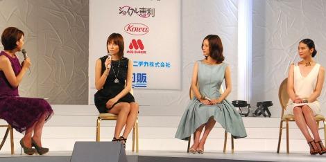 『第13回全日本国民的美少女コンテスト』のトークショーに出席した(左から)司会の政井マヤ、米倉涼子、上戸彩、武井咲 (C)ORICON DD inc.