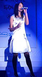 『第13回全日本国民的美少女コンテスト』で倖田來未の「WIND」を歌唱した吉本実憂さん (C)ORICON DD inc.