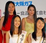 『第13回全日本国民的美少女コンテスト』に出席した(左から)工藤綾乃、河北麻友子 (C)ORICON DD inc.