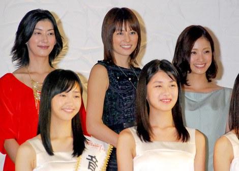 『第13回全日本国民的美少女コンテスト』に出席した(左から)佐藤藍子、米倉涼子、上戸彩 (C)ORICON DD inc.