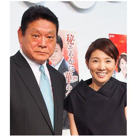 デュエット曲「秘そやかに華やかに」を初披露した(左から)増位山太志郎と松居直美 (C)ORICON DD inc.