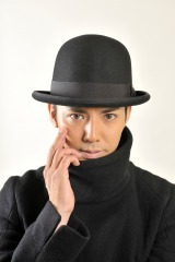 """ドラマの中では""""熟女好き""""キャラを封印!?『赤川次郎原作 毒<ポイズン>』に出演する綾部祐二(C)読売テレビ"""