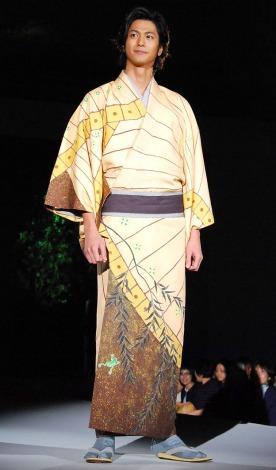 鈴乃屋『第52回清鈴苑きものショー』に特別ゲストとして出席した速水もこみち (C)ORICON DD inc.
