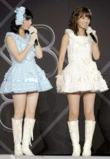次期エース候補・島崎遥香(左)に辛口エールを送った前田敦子(写真:鈴木一なり)