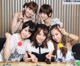 ANNで7年分の思い出を語り尽くしたAKB48初期メンバー5人(前列左から:峯岸みなみ、高橋みなみ、板野友美 後列左から:小嶋陽菜、篠田麻里子)
