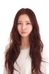 月9ドラマ『リッチマン、プアウーマン』に出演している女優・八木のぞみ