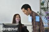ベンチャー企業ネクスト・イノベーションに所属する有能なビジネスウーマン・宮前朋華役を演じる(写真左)