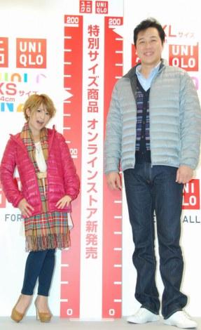 ユニクロの特別サイズ商品販売イベントに出席した(左から)矢口真里、川合俊一 (C)ORICON DD inc.