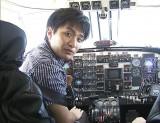 飛行機を見るのも、乗るのも大好きというNHK和田光太郎アナウンサー、9月17日放送のNHK・ラジオ第1『ヒコーキ・ラジオ NHK001便』のパーソナリティーに (C)NHK