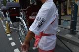 浅草人力車「小杉屋」とのコラボレーション。8月8日〜9月7日まで、キャラクターの家紋のユニフォームを着た車夫が人力車を引く