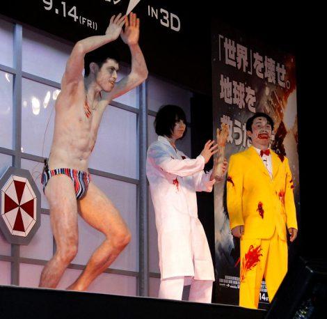 映画『バイオハザード V:リトリビューション』のワールドプレミアにアンデッド芸人として出席した(左から)小島よしお、鳥居みゆき、ダンディ坂野 (C)ORICON DD inc.