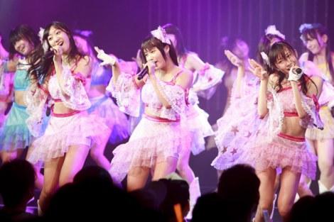 NMB48劇場で行われたチームM公演で卒業を発表した城恵理子(中央)(C)NMB48