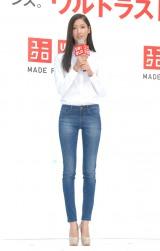 驚異の股下85センチという美脚でジーンズを着こなした菜々緒 (C)ORICON DD inc.