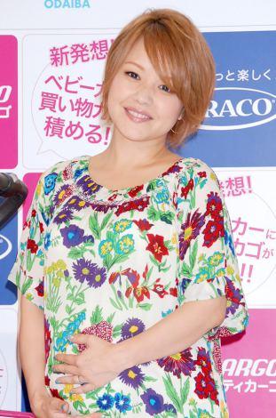 """サムネイル 妊娠8ヶ月でお腹ふっくら""""ママの顔""""の中澤裕子 (C)ORICON DD inc."""