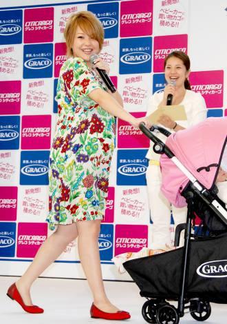 ベビーカー『シティカーゴ』新製品発表会に出席した妊娠8ヶ月の中澤裕子 (C)ORICON DD inc.