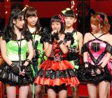 11期メンバーの合格者が発表されモーニング娘。(左から)道重さゆみ、新メンバーの小田さくら、田中れいな (C)ORICON DD inc.
