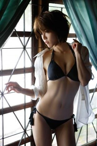 サムネイル 釈由美子の10年ぶり水着写真集『I am 釈由美子写真集』(8月30日発売/学研パブリッシング)