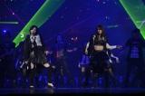 """AKB48の28thシングル「UZA」(ウザ)で""""Wセンター""""を務める大島優子(右)と松井珠理奈 (C)AKS"""