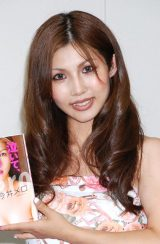 自叙伝『泣いて、病んで、でも笑って』出版会見を行った今井メロ (C)ORICON DD inc.