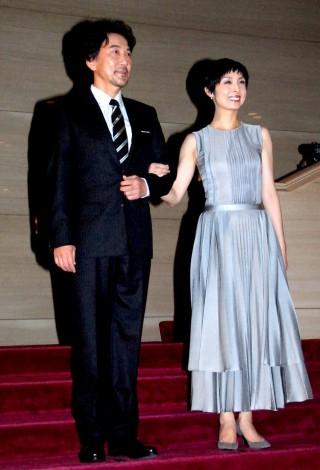映画『終の信託』の完成披露会見に出席した(左から)役所広司、草刈民代 (C)ORICON DD inc.