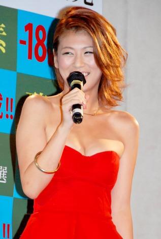 サムネイル くびれも! 23キロ減のスレンダーボディを披露した小阪由佳 (C)ORICON DD inc.