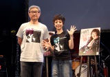 堤幸彦監督(左)の演出で55歳のバースデーライブを行った戸田恵子