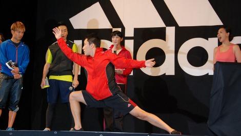 『アディダス・トレーニング・アカデミー』オープニングイベントに出席した太田雄貴選手のフェンシングパフォーマンスに一同びっくり (C)ORICON DD inc.