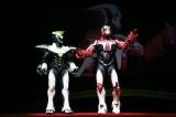 ワイルドタイガー(左)、バーナビー・ブルックス Jr.(右)のヒーロースーツが登場 (C)SUNRISE/T&B MOVIE PARTNERS