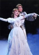 宝塚歌劇団がTBS『オールスター感謝祭』(9月29日放送)のためだけに構成したスペシャルショーを披露する(参考写真「ロミオとジュリエット」より) (C)宝塚歌劇団