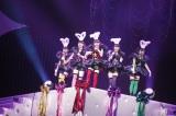 日本武道館で女性限定ライブ『ももクロ秋の2大祭り〜女祭り2012〜』を行ったももいろクローバーZ(左から玉井詩織、佐々木彩夏、百田夏菜子、高城れに、有安杏果)