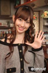 10月21日スタートのフジテレビ系新番組『スナック喫茶「エデン」』にレギュラー出演する小嶋陽菜