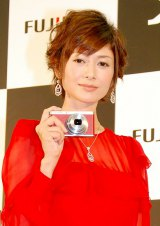 FUJIFILMデジタルカメラ「Xシリーズ」新製品発表会に出席した真木よう子 (C)ORICON DD inc.