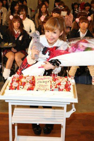 サムネイル 東京・レコチョク本社でスペシャルイベント『制服で祝福♪Milky Bunnyスペシャル誕生会!』に出演したMilky Bunny