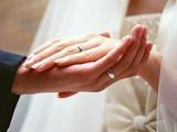 リクルートマーケティングパートナーズの調査によると、2011年度の結婚式費用総額は全国平均で343.8万円に…